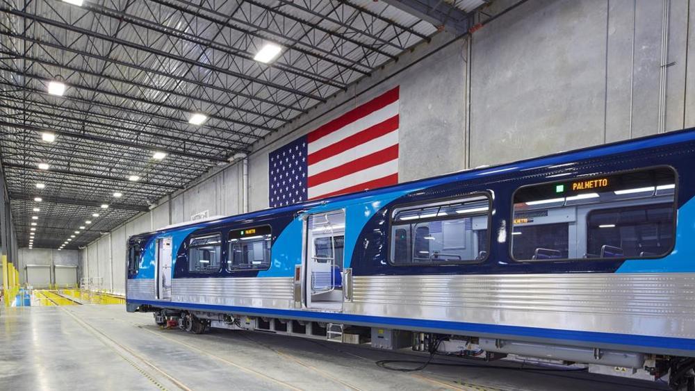 """Hitachi presenta il primo treno """"italiano"""" della metropolitana di Miami"""